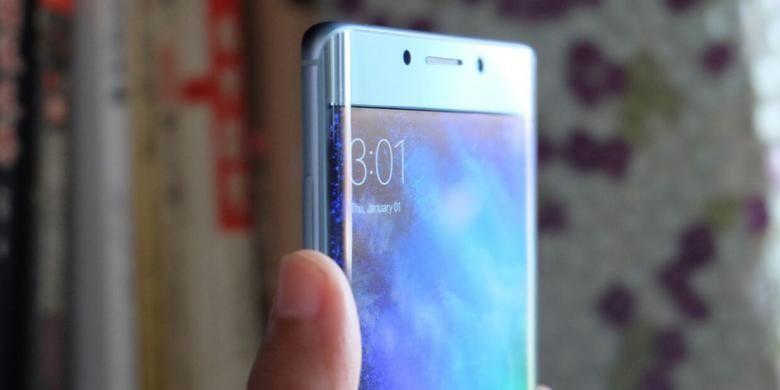 Xiaomi Mi Note 2 memiliki layar yang melengkung di kedua sisinya