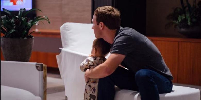 CEO Facebook Mark Zuckerberg bersama putrinya menyaksikan hasil pemilihan Presiden AS.