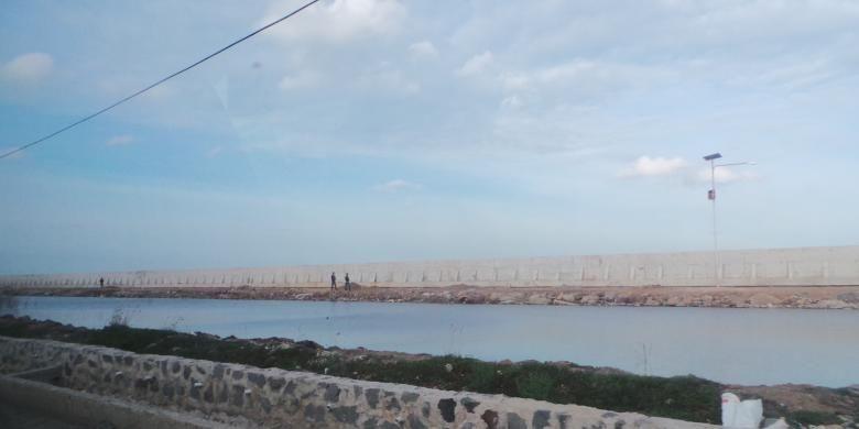 Ilustrasi tanggul laut atau National Capital Integrated Coastal Development (NCICD) tipe A di pantai utara Jakarta. Tanggul ini untuk menanggulangi banjir rob.