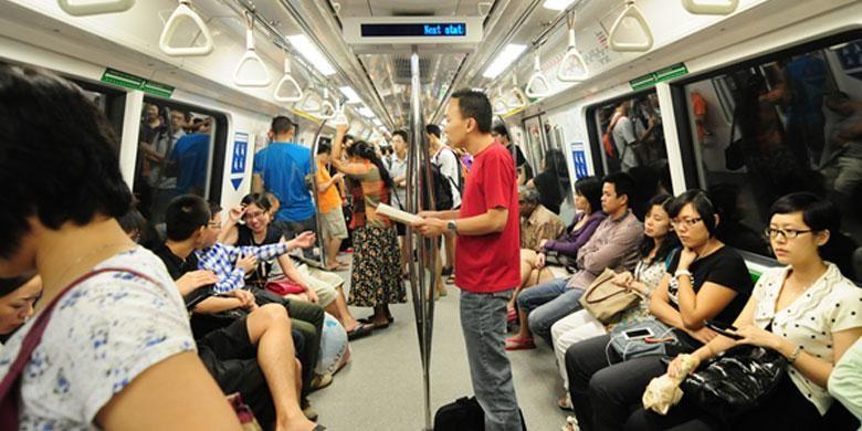Interior MRT Singapura