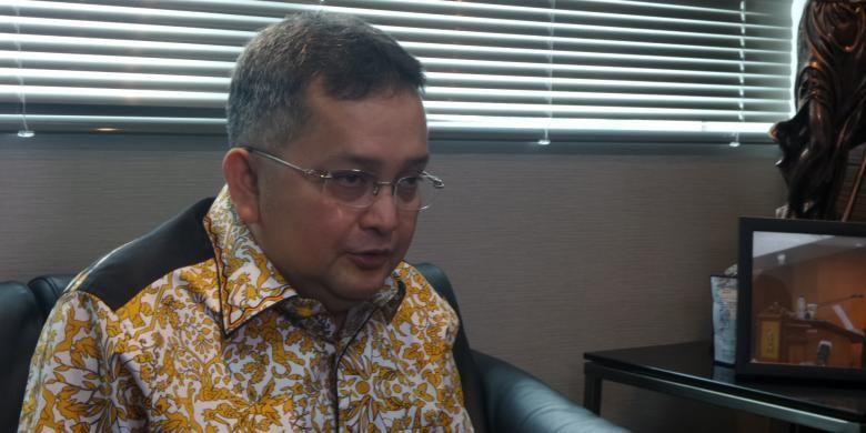 Wakil Ketua Komisi III DPR dari Fraksi PDI Perjuangan, Trimedya Panjaitan di Kompleks Parlemen, Senayan, Jakarta, Jumat (3/1/2017).