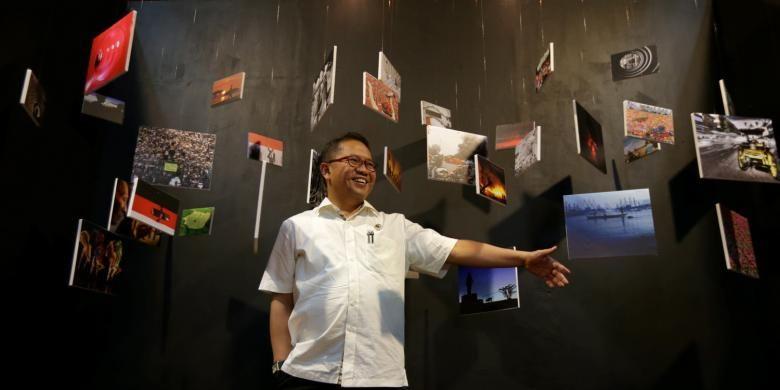 Menteri Komunikasi dan Informatika Republik Indonesia, Rudiantara saat pembukaan Festival Fotografi Kompas bertema Unpublished di Bentara Budaya Jakarta, Senin (6/2/2017). Festival fotografi ini menampilkan pameran 100 foto dari fotografer Kompas, diskusi foto dan workshop yang berlangsung hingga 12 Februari 2017  mendatang.