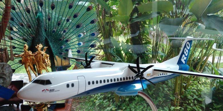 Miniatur pesawat R80.
