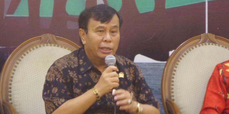 Anggota Komisi I dari Fraksi Partai Hanura, Nurdin Tampubolon di Kompleks Parlemen, Senayan, Jakarta, Jumat (10/2/2017).