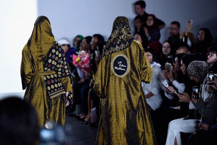 Para model memakai busana Vivi Zubedi SS18 dalam acara Indonesian Diversity fashion show dalam New York Fashion Week di The Gallery at The Dream Downtown Hotel, 7 September 2017.