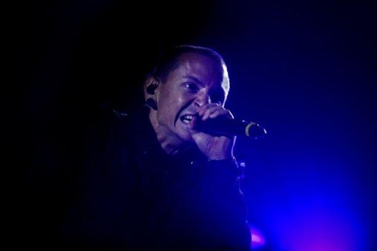 Vokalis Linkin Park, Chester Bennington, saat tampil festival musik Rock in Rio di Bela Vista Park, Lisbon, Portugal pada 26 Mei 2012. Ia meninggal dunia akibat bunuh diri pada Kamis (20/7/2017).