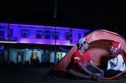 Unik, Berbekal Tenda Pasangan Suami Istri Ini Menginap di Museum