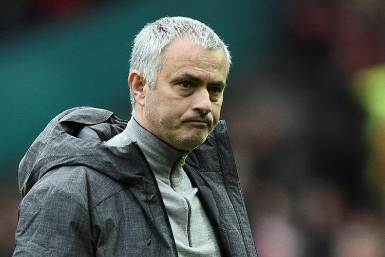 Ekspresi manajer Manchester United, Jose Mourinho, setelah timnya ditahan imbang 1-1 oleh Bournemouth pada lanjutan Premier League di Old Trafford, Manchester, Sabtu (4/3/2017).