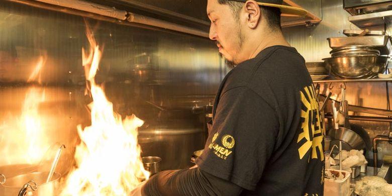 Sato san, pemilik restoran ramen Menkoi Sato.