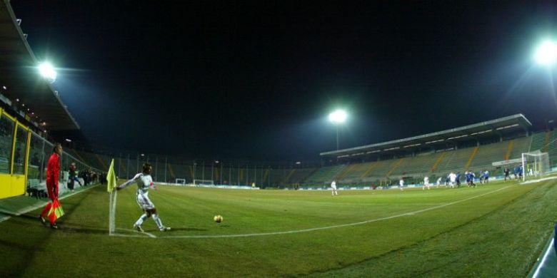 Pemandangan Stadio Atleti Azzurri dItalia, Bergamo, Italia, yang kosong dari penonton saat menggelar laga Liga Italia 2007-2008 antara Atalanta menghadapi AC Milan pada 23 Januari 2008.