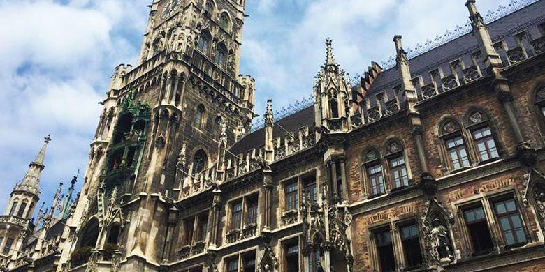 Bangunan di Marienplatz Arsitektur Gothic di kota Munich.