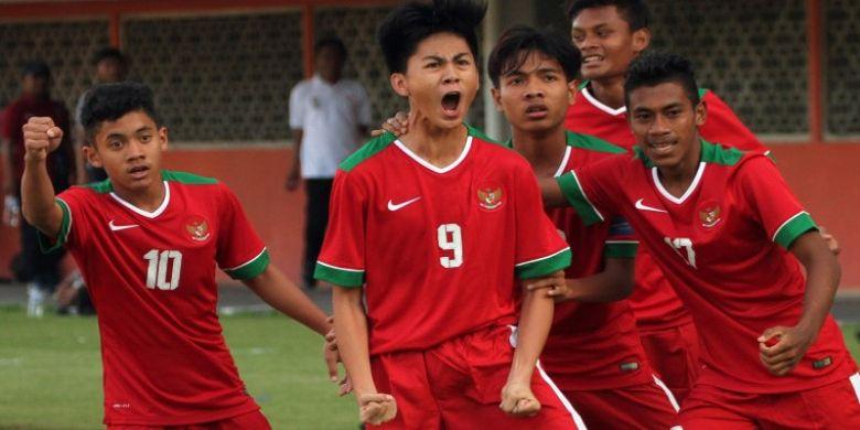 Timnas Indonesia U-16 sukses menang telak dengan skor 4-0 atas Filipina dalam laga ujicoba di Stadion Maguwoharjo, Sleman, Minggu (21/5) sore. Keempat gol Timnas U-16 dicetak oleh Rendy Juliansyah, Brilyan Negieta (2 gol), dan Hamsah Lestaluhu.