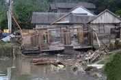 """""""Saya Mau Ambil Barang, Tapi Rumah Sudah Roboh karena Banjir"""""""
