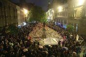 Ratusan Orang Mengenang Para Korban Bom di Manchester