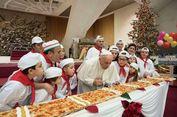 Pizza Panjang Jadi Kue Ulang Tahun Paus Fransiskus