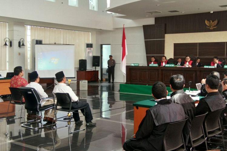 Tiga saksi meringankan Buni Yani, hadir dalam sidang kesebelas kasus pelanggaraan UU ITE dengan terdakwa Buni Yani di gedung Dinas Perpustakaan dan Kearsipan (Dispusip) Kota Bandung, Jalan Seram, Kota Bandung, Selasa (29/8/2017).