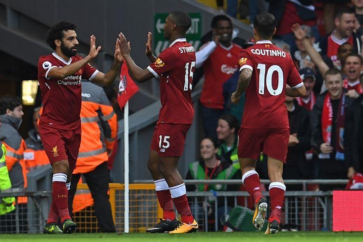 Gelandang Liverpool asal Mesir, Mohamed Salah (kiri), melakukan selebrasi bersama rekannya, Daniel Sturridge, setelah mencetak gol penyama ke gawang Burnley dalam pertandingan Premier League di Anfield, Liverpool, Sabtu (16/9/2017).