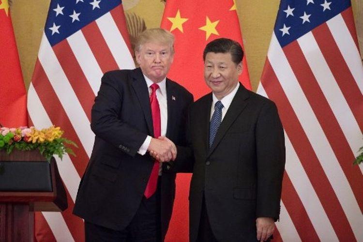 Presiden AS Donald Trump dan Presiden China Xi Jinping bertemu di Balai Agung Rakyat China di Beijing, Kamis (9/11/2017). (AFP/Nicolas Asfouri)