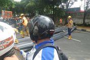 Besi Melintang di Tengah Jalan, TB Simatupang Arah Ragunan Macet Total