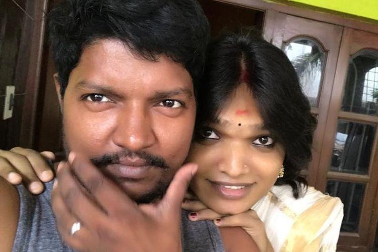 Aarav Appukuttan (46), semula adalah perempuan dan kini telah menjadi laki-laki, dan pasangannya, Sukanyeah Krishna (21), yang terlahir sebagai laki-laki, kini telah menjadi seorang perempuan berkat operasi ganti kelamin di sebuah klinik di Mumbai, India.