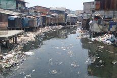 Sulitnya Menyadarkan Warga agar Tak Membuang Sampah ke Kali Gendong