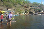 Ayam Hidup hingga Kepala Kambing Dilarung di Laut Jelang 1 Muharram