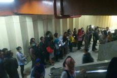 Jam Pulang Kerja, Antrean Penumpang Transjakarta Koridor 13 Membeludak