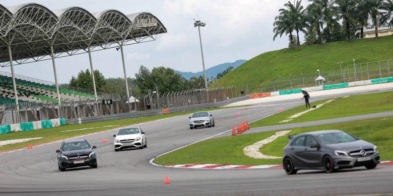 Mercedes-Benz Driving Experience dengan deretan produk AMG 43
