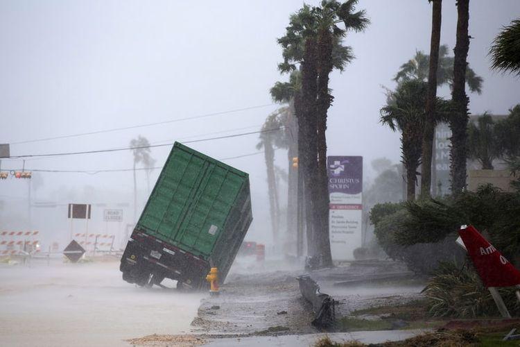 Badai Harvey telah mendarat di Texas. Foto ini merekam kejadian antara  Pelabuhan Aransas dan Pelabuhan O'Connor, di utara kota Corpus Christi, Texas, AS