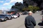Rekaman Video Tunjukkan Saat Pesawat Hantam Gedung dan Meledak