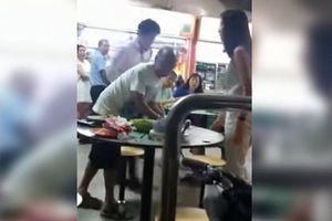 Terekam Kasari Pria Tua di Meja 'Food Court', Pasangan Muda Dibekuk