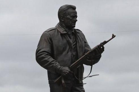 Monumen Kalashnikov, Penghormataan untuk Perancang Senapan AK-47