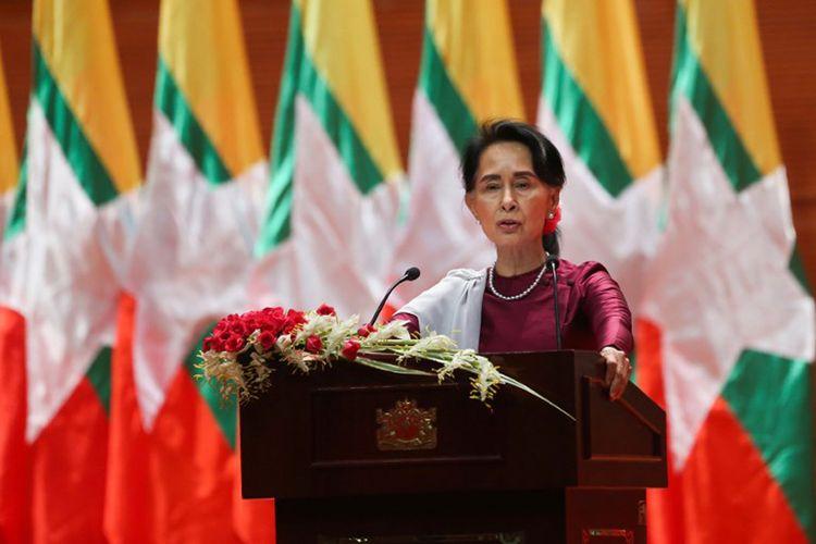 Pemimpin Negara Myanmar Aung San Suu Kyi menyampaikan pidato nasional di Naypyidaw pada tanggal 19 September 2017.