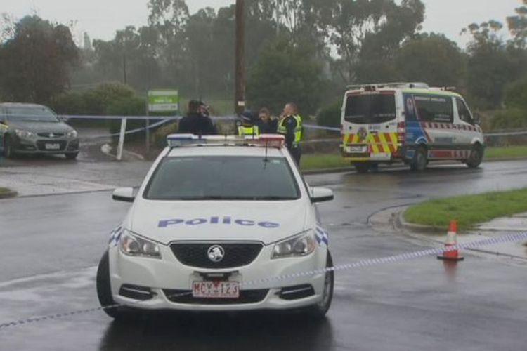 Polisi memeriksa kawasan di Dallas, Melbourne, Victoria, Australia, tempat di mana ditemukan mayat seorang wanita yang diduga dibunuh suaminya sendiri.