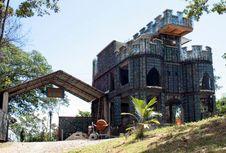 Istana dari Botol Plastik Bekas di Bocas del Toro, Karibia