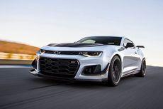 """Adu """"Muscle Car"""", Camaro Lindas Mustang"""