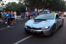 BMW i Dampingi Pelari di Bandung