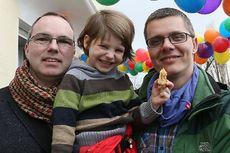 Michael dan Kai, Pasangan Gay Pertama yang Resmi Adopsi Anak di Jerman