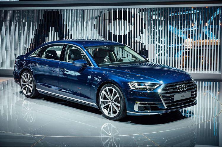 Audi A8 terbaru.