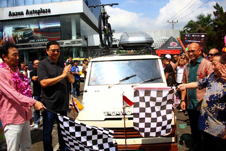 Toyota Kijang generasi pertama untuk journey 3 negara/