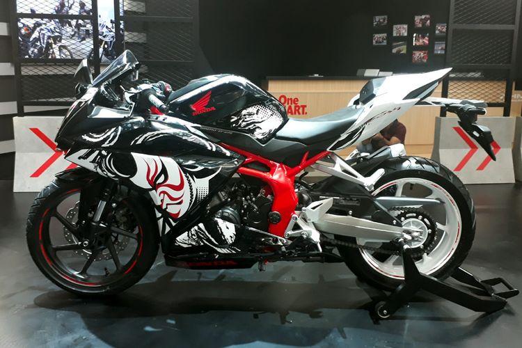 Honda CBR250RR edisi special tema Kabuki.