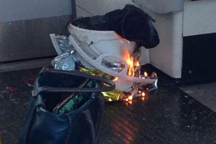 Ledakan di stasiun bawah tanah Parsons Green di London barat, Jumat pagi (15/9/2017) dipicu dari sebuah benda berbentuk ember berwarna putih yang diletakkan di gerbong paling belakang.