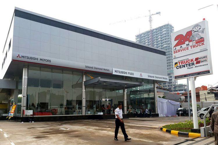 Diler Mitsubishi Fuso di Cikokol, Tangerang, Banten, didampingi Truck Center yang siap melayani perbaikan selama 24 jam tiap hari.