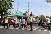Pemudik, Hati-hati Melintas di Pasar Cepiring di Pantura Kendal
