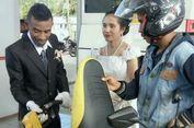 Usai Pemberkatan Nikah, Pasangan Pengantin ke SPBU dan Bantu Isi BBM