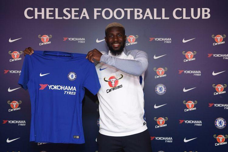 Gelandang Tiemoue Bakayoko resmi berseragam Chelsea sejak Sabtu (15/7/2017).
