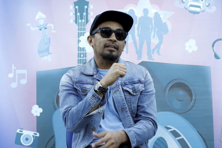 Penyanyi Glenn Fredly saat wawancara di kantor redaksi Kompas.com, Jakarta, Selasa (19/9/2017). Ia tengah mempersiapkan konser bertajuk Tanda Mata Glenn Fredly untuk Slank 30 September 2017 mendatang.
