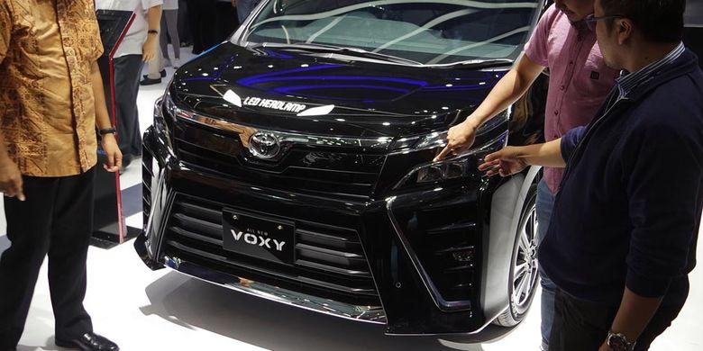 Toyota Voxy meluncur di Gaikindo Indonesia International Auto Show (GIIAS),  Kamis (10/8/2017). Daytime running light terpisah dari lampu depan
