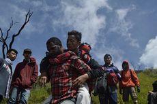 Viral, Kisah Heroik Pendaki Asal Papua Gendong Korban Terjatuh di Gunung Slamet
