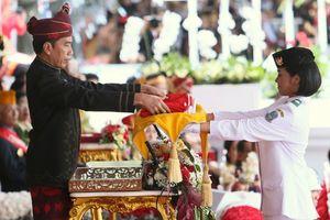 Jokowi Ternyata Sempat Bisik-bisik ke Anggota Paskibraka Saat Upacara
